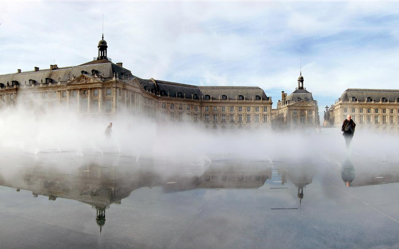 Le miroir d eau place de la bourse jml water feature design for Miroir d eau bordeaux